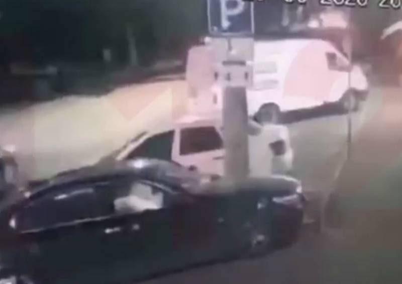В центре Краснодара расстреляли бизнесмена. Стрелявший попал на камеру видеонаблюдения