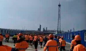 Рабочие в Амурской области разгромили офис компании, строящей завод для «Газпрома»