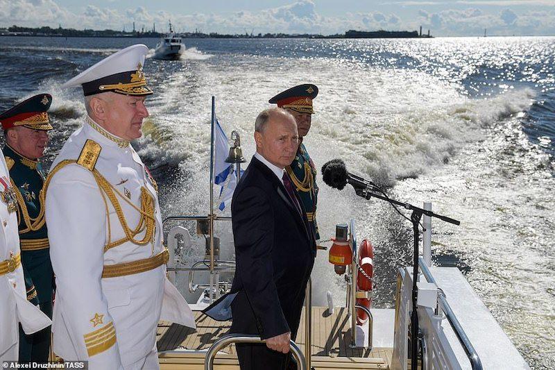 Вот это мощь! Путин на военно-морском параде объявил о появлении у флота гиперзвукового оружия