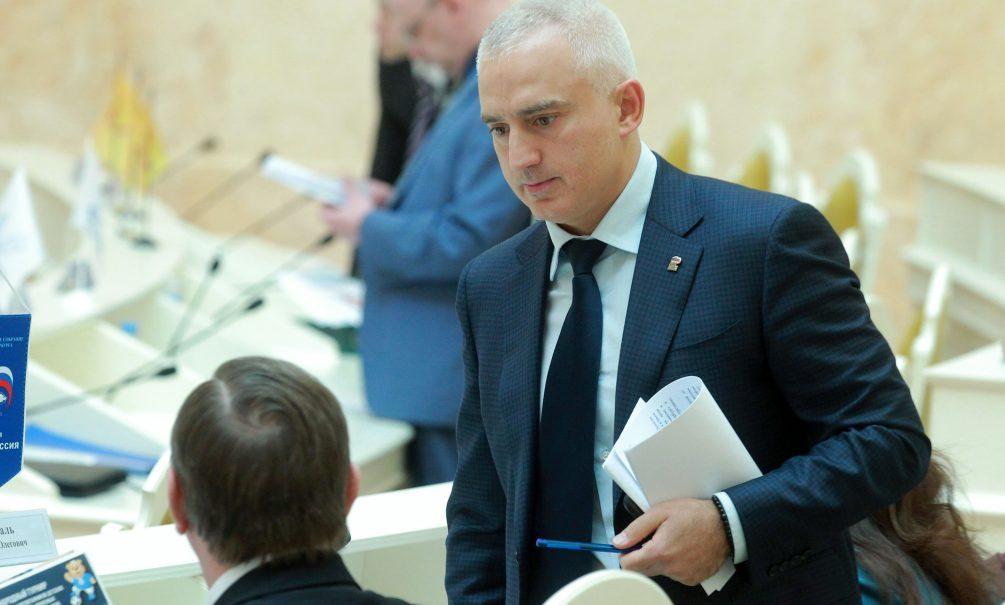 Петербургского депутата заподозрили в многомиллионной взятке