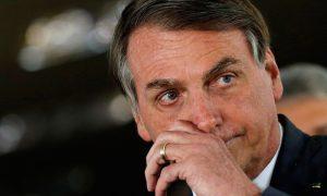 Журналисты подают в суд на заболевшего коронавирусом президента Бразилии