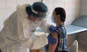 Принявшие участие в испытаниях вакцины от COVID добровольцы сказали, сколько им заплатили