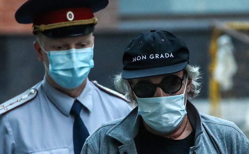Ефремов сыграл приступ. Актера увезли в больницу из суда