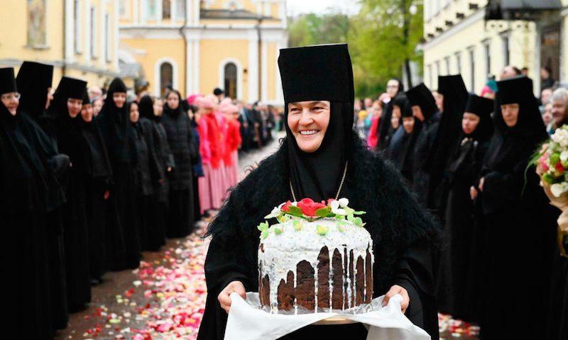У монахини, управляющей гостиницами РПЦ, обнаружили личный Mercedes за 9,5 млн рублей