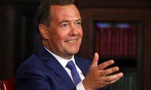В экономике была стабильность, но пенсионную реформу припоминают: Медведев оценил свою работу