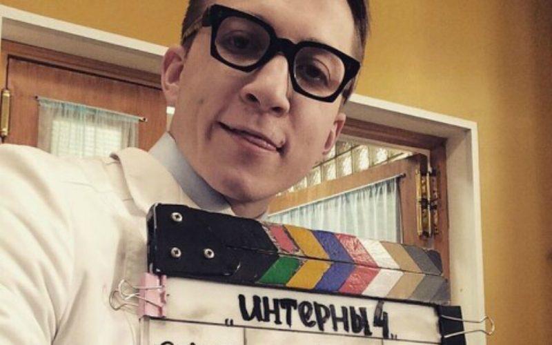Боря Левин из «Интернов» бросил карьеру актера ради работы официантом в Лондоне