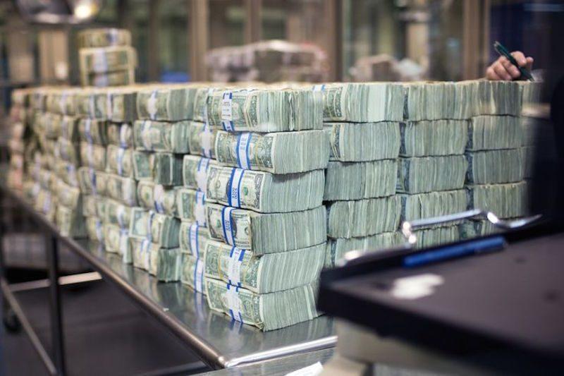 «Властям не нужен сильный рубль»: экономист объяснил, стоит ли готовиться  к обрушению доллара