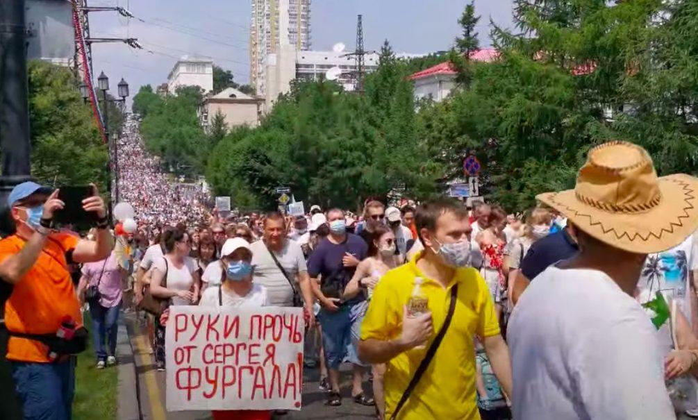 Хабаровск не утихает: тысячи человек вышли на митинг в поддержку Фургала в 30-градусную жару