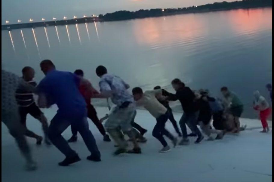 Жители Перми спасли тонувшую в реке женщину «сказочным» способом