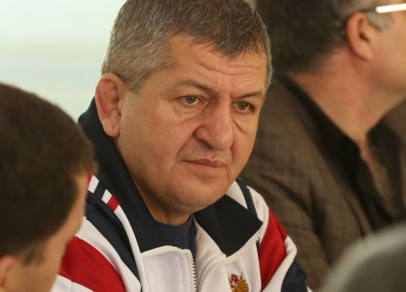 Умер переболевший коронавирусом отец Хабиба Нурмагомедова