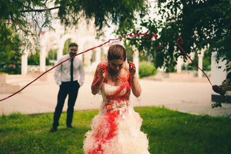 Феминистки в Казани залили свадьбу кровью