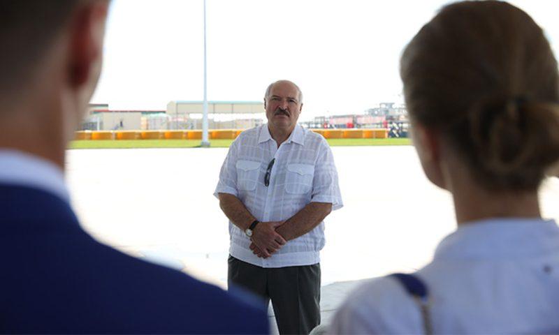 Лукашенко доказал, что не сбежал из страны. Но вряд ли знает, что делать дальше