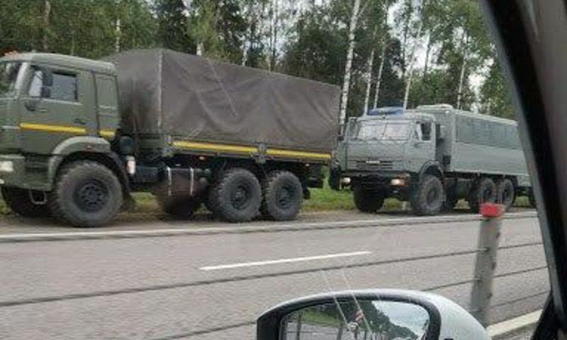 К Белоруссии идет загадочная военная колонна. Ее приняли за «подарок» Лукашенко от Путина