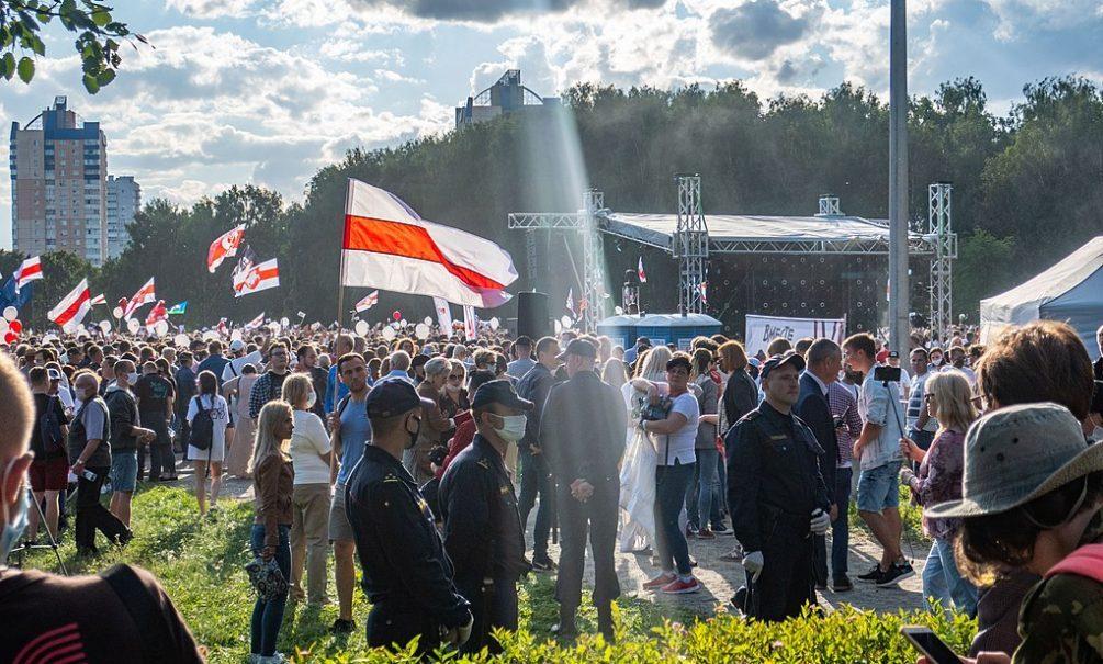 «Общество к революции пока не готово». Политолог Валерий Карбалевич – о том, удастся ли Лукашенко удержать власть
