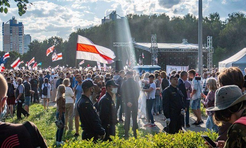 В Минске перед днем выборов прошел митинг оппозиции. Есть задержанные