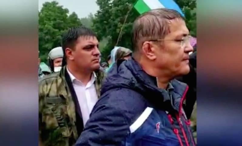 «Недоработка властей»: глава Башкирии пообещал протестующим никого не пускать на гору до компромисса