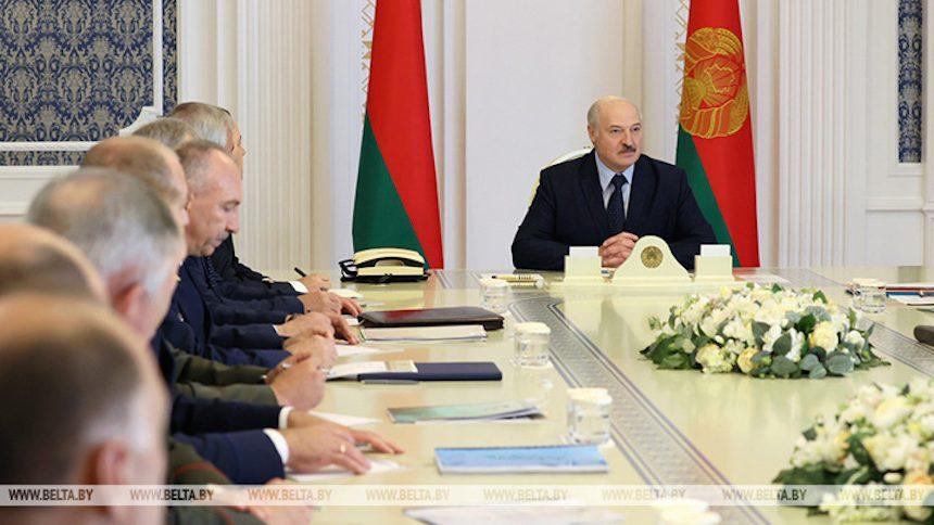Решим по-человечески вопрос «33 богатырей»: Лукашенко пригласил генпрокуроров России и Украины