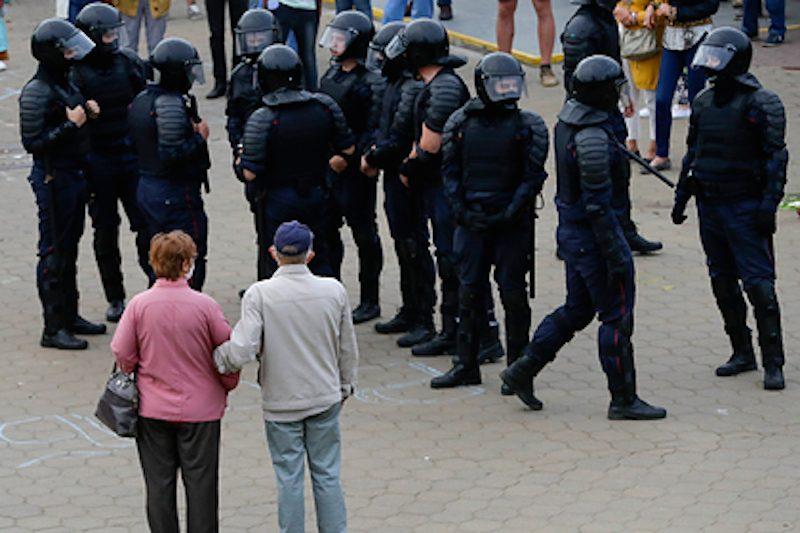 «От нас ждут пафосного расставания с удостоверениями. Этого не будет»: МВД Белоруссии ответило протестующим
