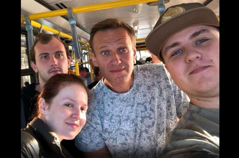 Навальный до сих пор в коме, но его жизни ничто не угрожает