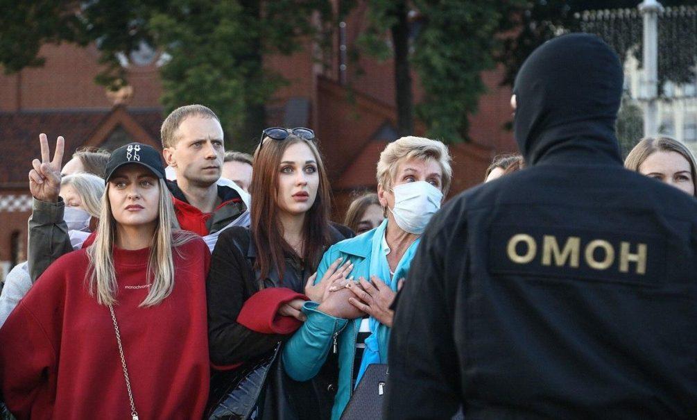 «Правда, сила и любовь на нашей стороне»: в Минске разворачивается женский протест
