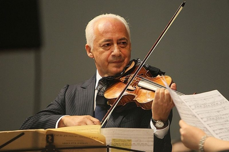 «Мне стыдно его носить»: скрипач Владимир Спиваков отказался от ордена, которым его наградил Лукашенко