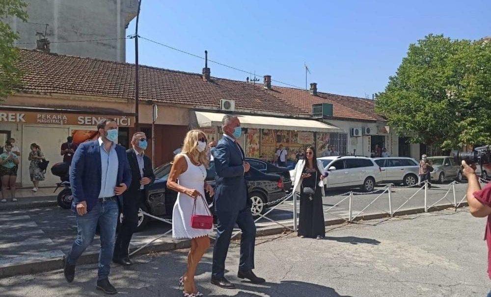 Просербская оппозиция выиграла выборы в Черногории