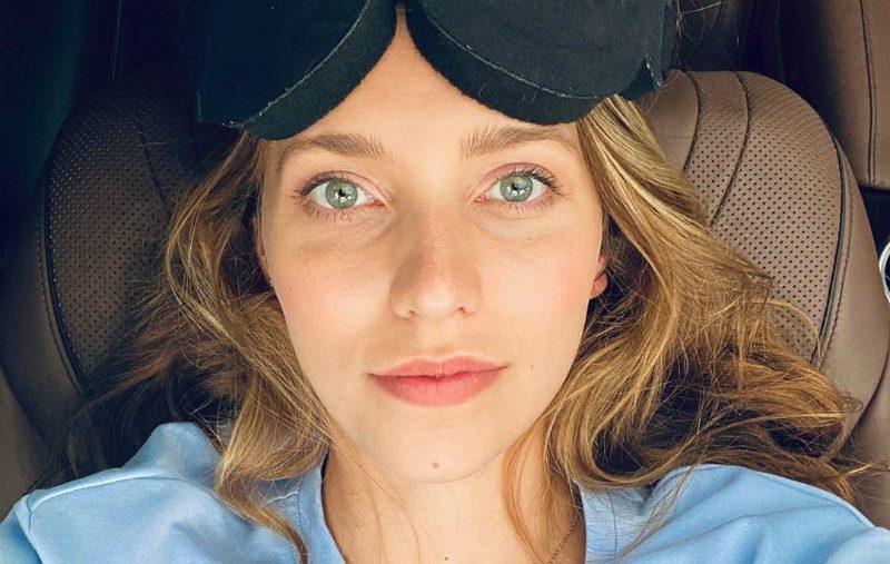 «Сместила три позвонка»: Регина Тодоренко ударилась головой о лед