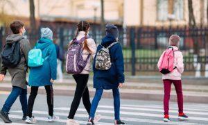 Врач предупредил о главной угрозе для школьников осенью. Это не коронавирус