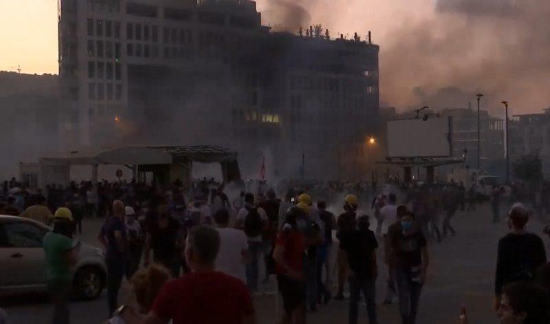 В полуразрушенном Бейруте вспыхнули протесты