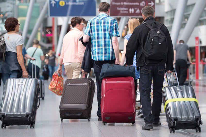 Опасность велика, но не критична: Онищенко поспорил с коллегами, пугающими вспышкой из-за туристов