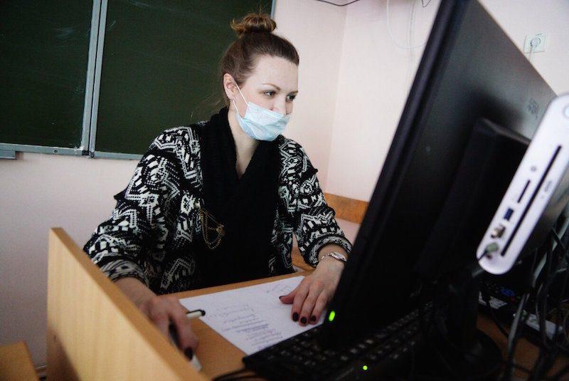 Учителя рассказали про трудности новых правил работы школ для них и родителей