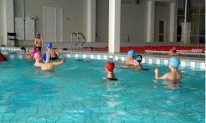 Яд на третьей дорожке: дети массово отравились хлором в питерском бассейне