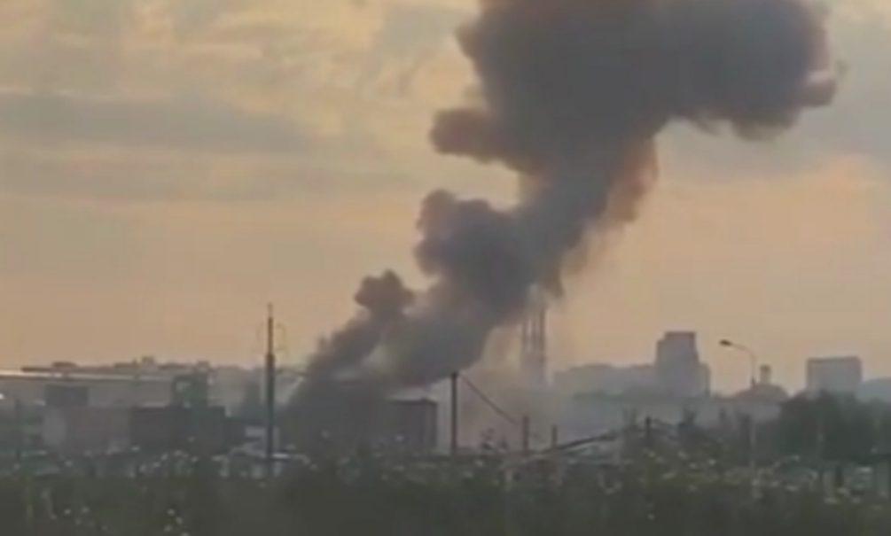 Очевидцы сообщили о серии взрывов на московском химзаводе. В МЧС информацию не подтверждают