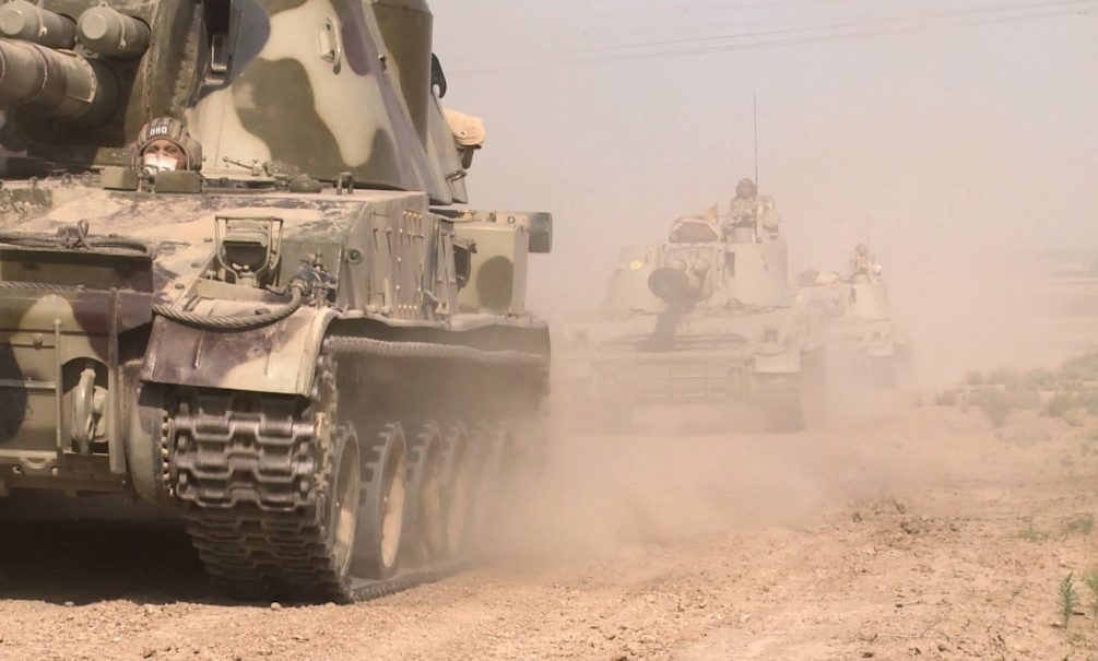 Кто сильнее: журналисты сравнили армии Армении и Азербайджана