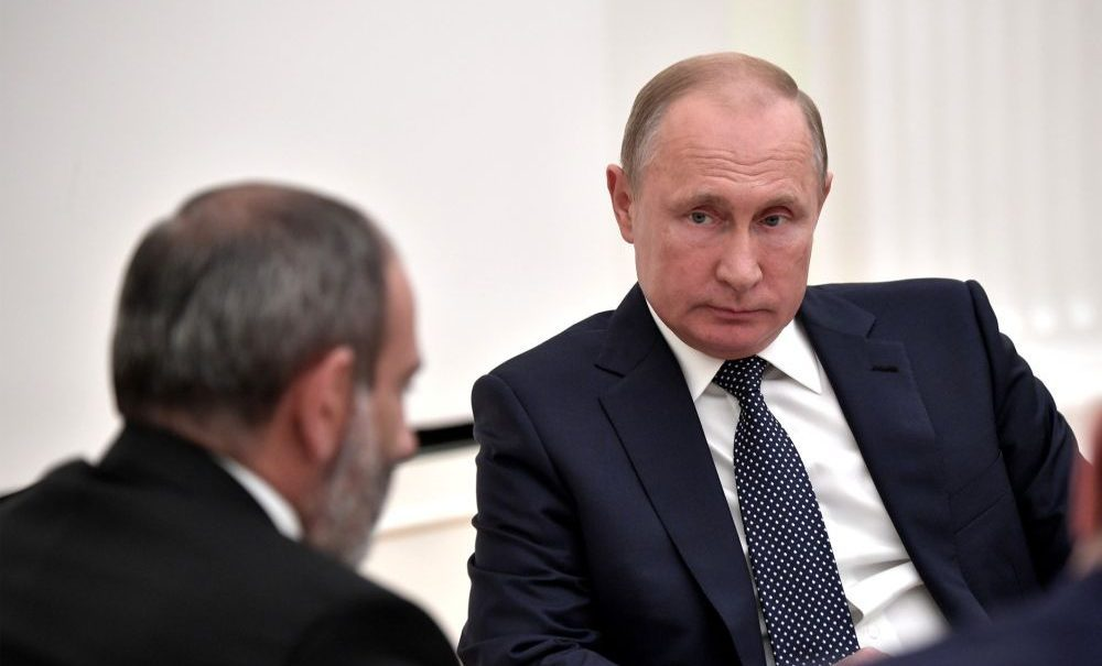 Путин велел Пашиняну прекратить огонь в Карабахе