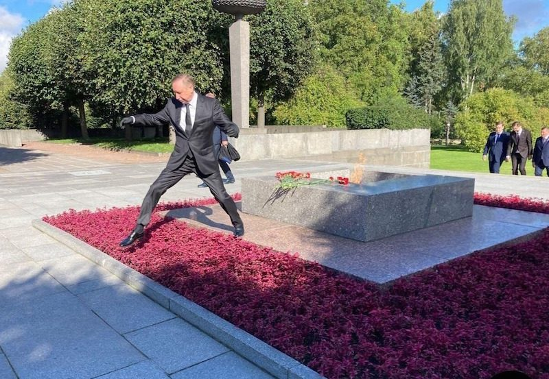 Ловко прыгнул: губернатор Санкт-Петербурга снова дал повод для шуток и мемов
