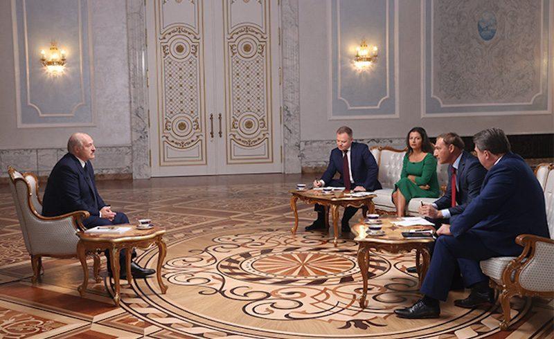 """""""Я немного пересидел"""". Лукашенко частично согласился с оппозицией, но уходить не собирается"""