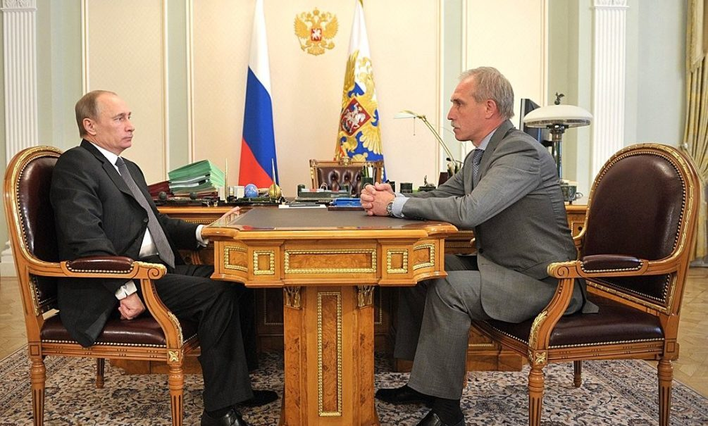 Губернатору Морозову приготовили «красную карточку»