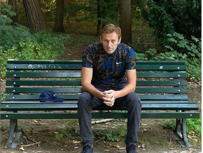 Навальному некуда вернуться: приставы наложили арест на счета и недвижимость
