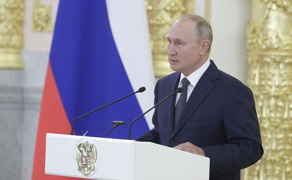 Про детей и Конституцию: Путин поговорил с сенаторами