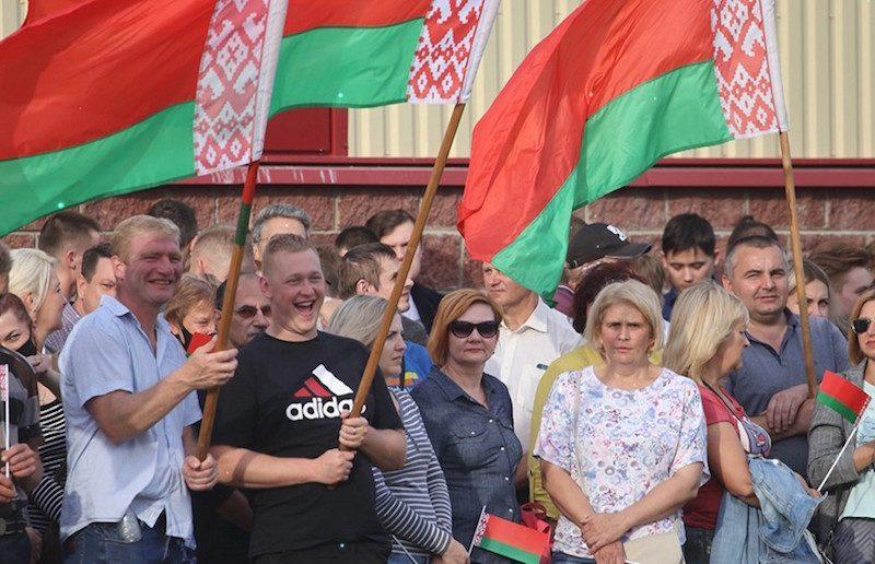 Драники, акции протеста и поддержки, задержания, сбежавшие лидеры оппозции: жаркие выходные Белоруссии