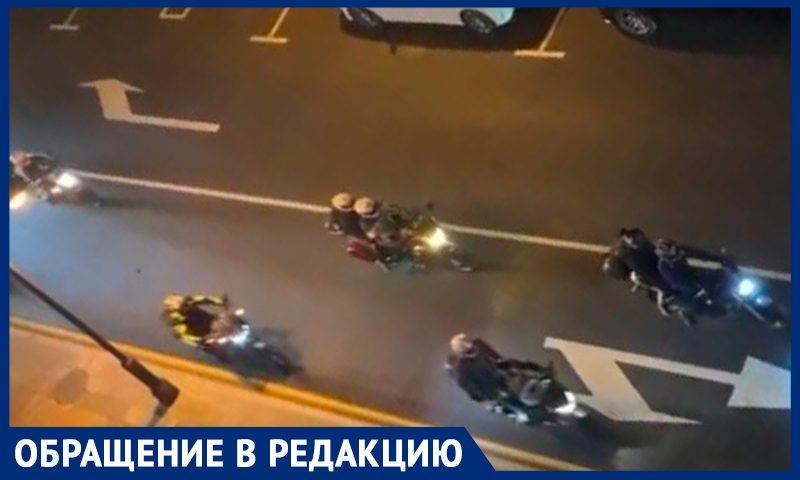 """""""Бараны в овечьих шкурах"""": байкеры не дают спать жителям центра Москвы"""