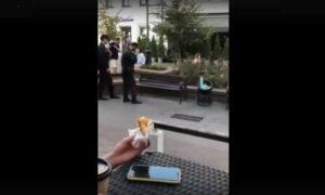 Смотрите видео: полиция «обезвредила» гранату ногами