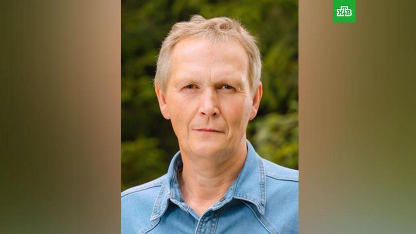 Полуголого петербургского депутата задержали в кустах около дома. Жену нашли мертвой