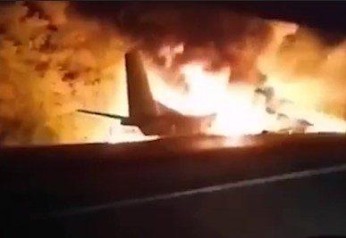 Под Харьковом разбился военный самолет с курсантами