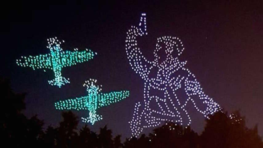 Такое вытворяют: 2000 дронов в ночном небе вызвали восхищение жителей Петербурга