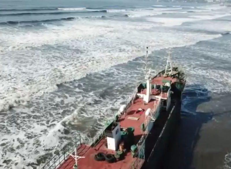 В Находке на берег выбросило необычный корабль-призрак