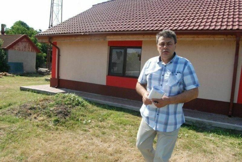 В румынской деревне люди выбрали мэром покойника. И пошли на кладбище поздравить с избранием
