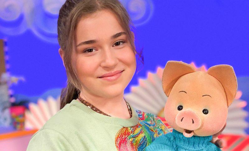 12-летняя дочь Алсу стала ведущей рубрики «С добрым утром, малыши!»