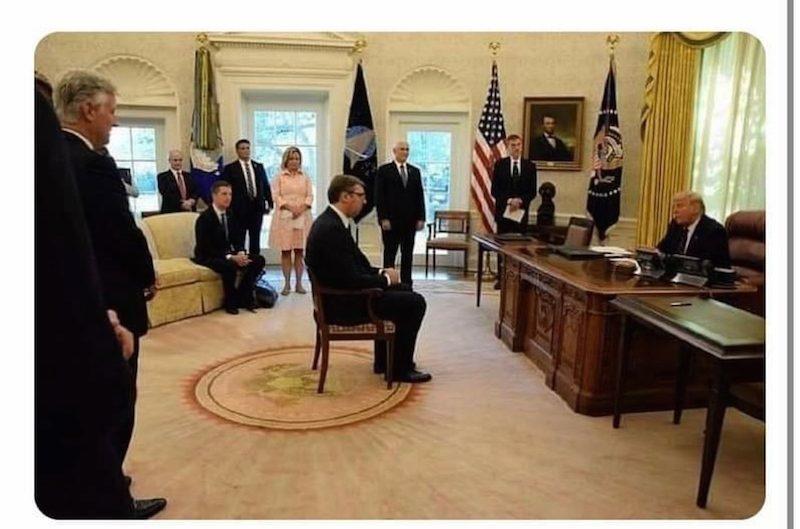 Стул стал поводом для дипломатического скандала и президентской обиды